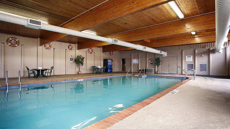 Pool - Best Western Riverfront Inn Marinette