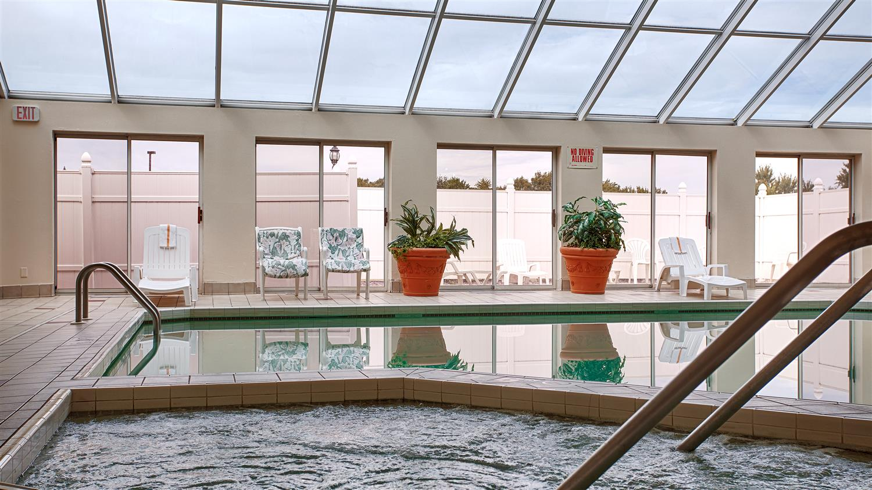 Pool - Best Western Resort Hotel Conference Ctr Portage