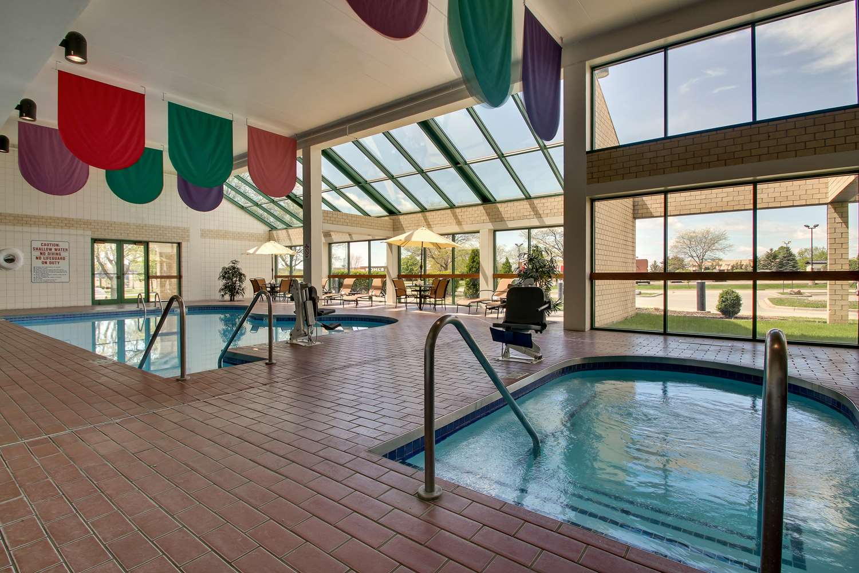 Pool - Best Western East Towne Suites Madison