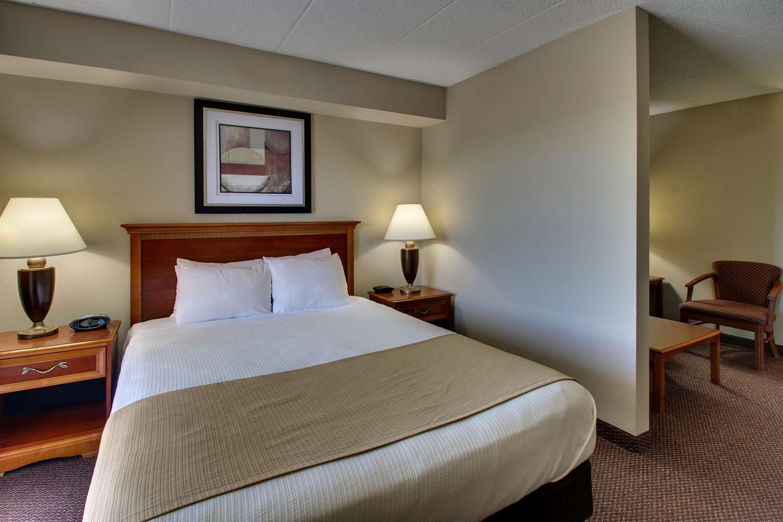 Room - Best Western East Towne Suites Madison
