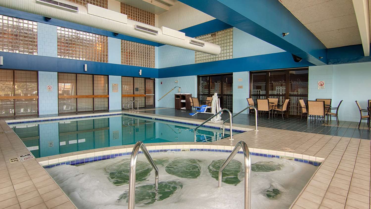 Pool - Best Western Executive Inn Kenosha