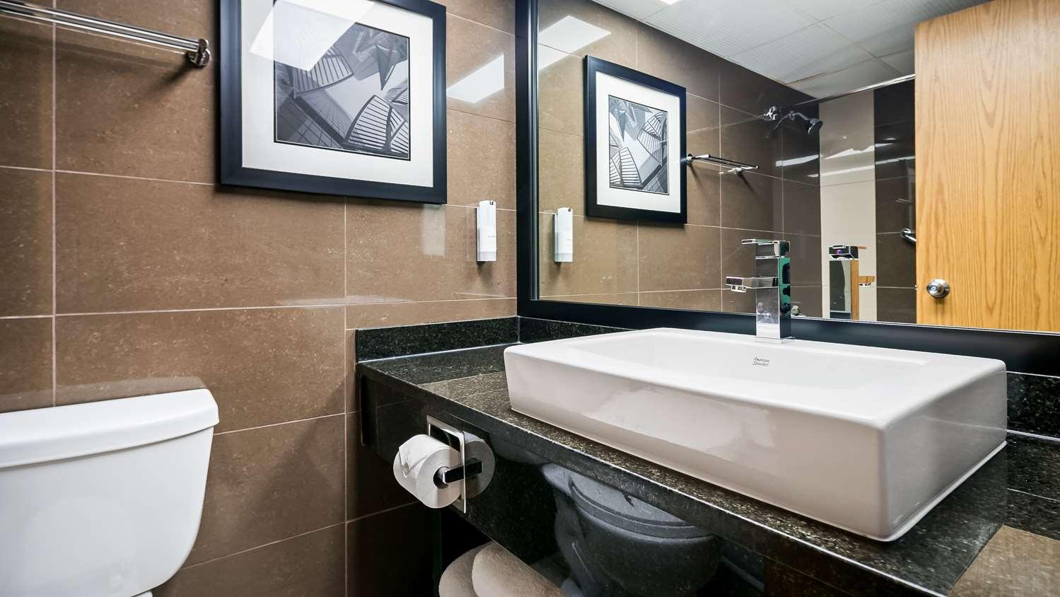 Room - Best Western Plus Village Park Inn Calgary
