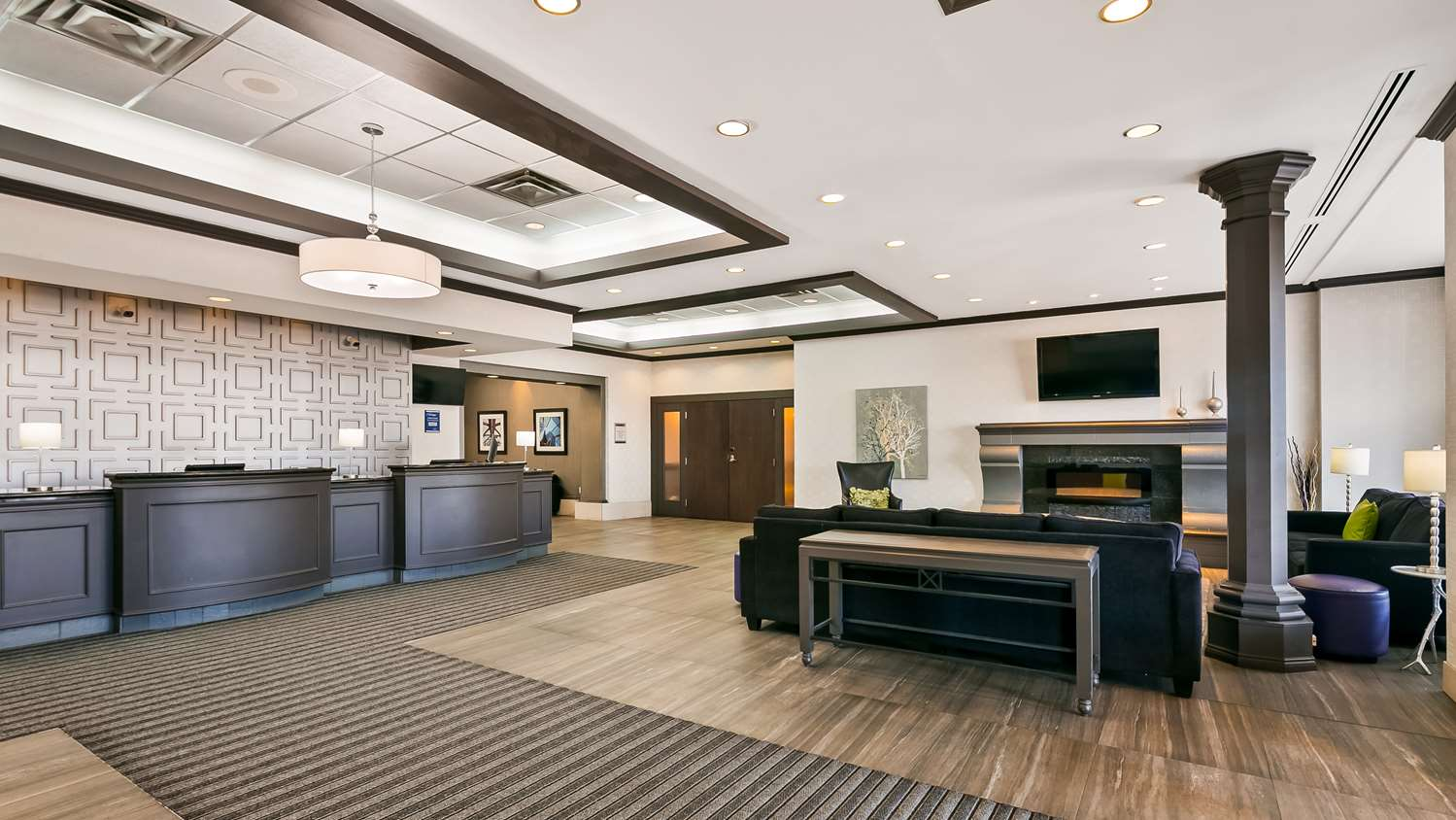 Lobby - Best Western Plus Village Park Inn Calgary