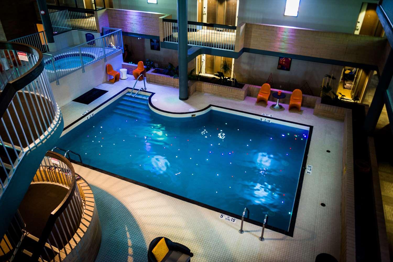 Pool - Best Western Plus Village Park Inn Calgary
