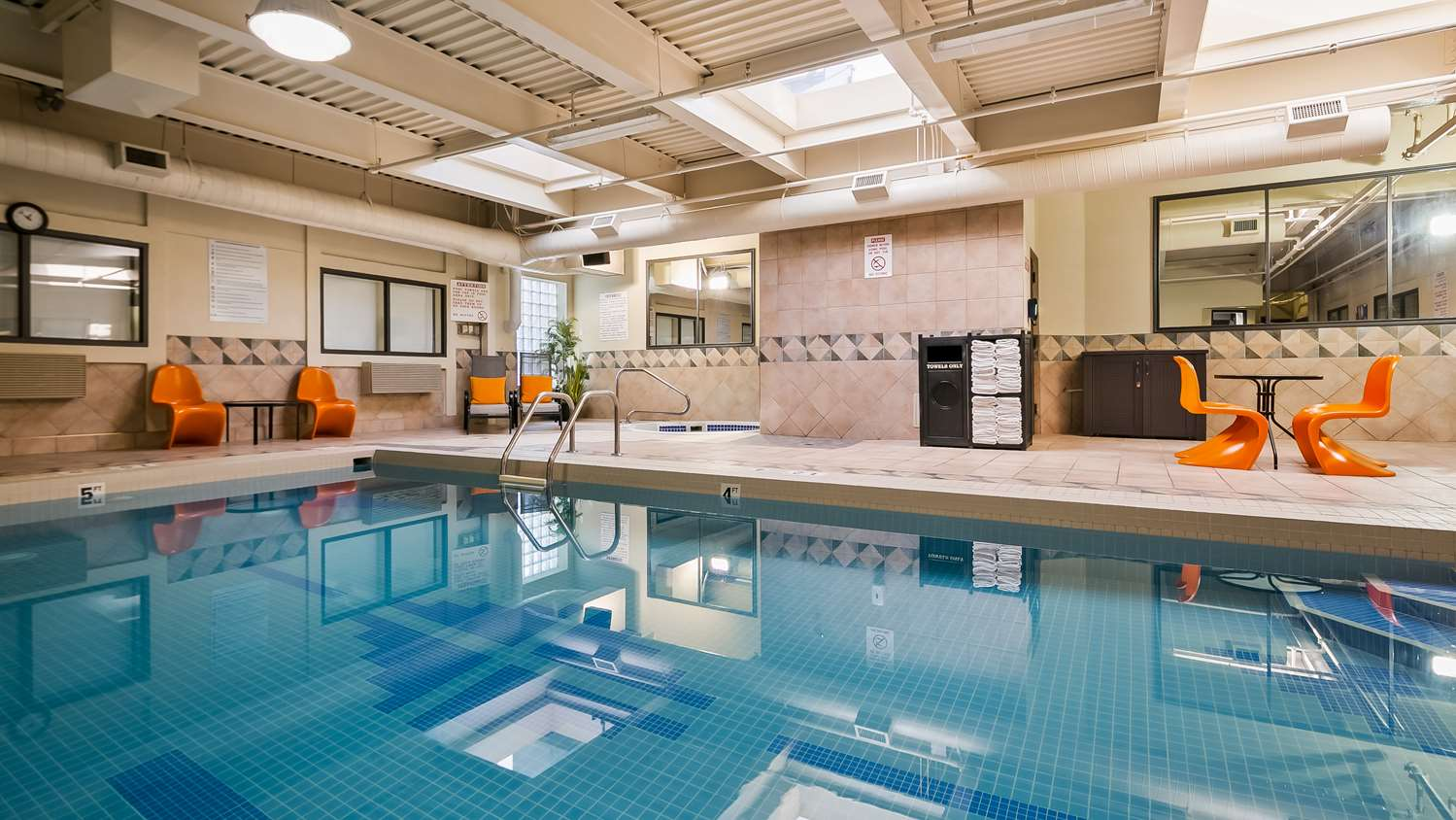 Pool - Best Western Hotel Airport Calgary