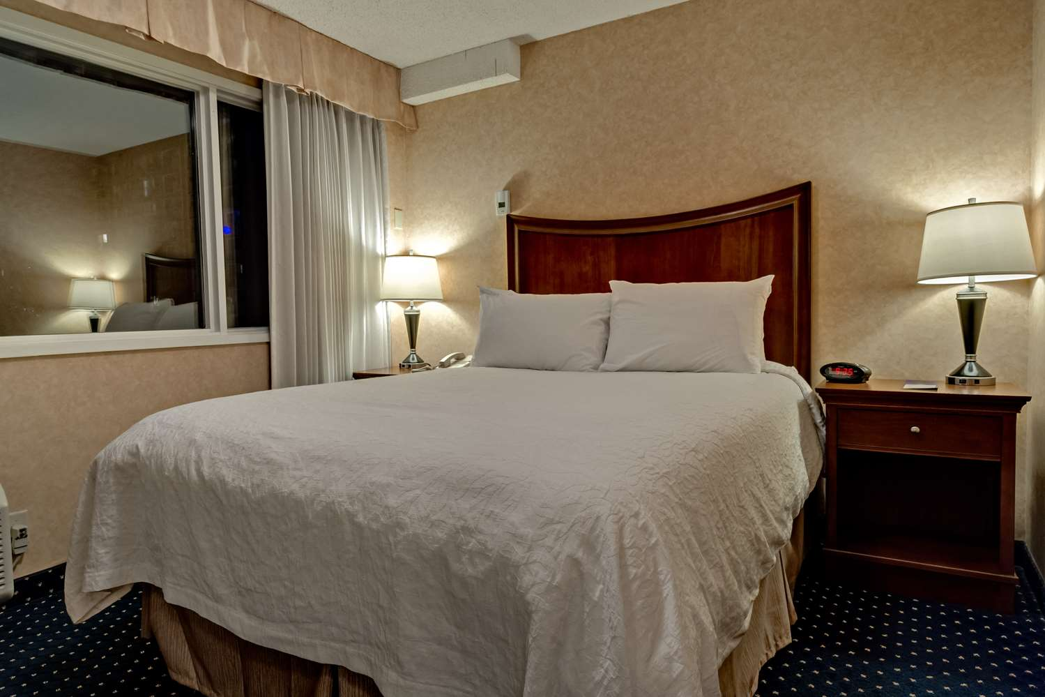 Room - Best Western Plus Suites Downtown Calgary