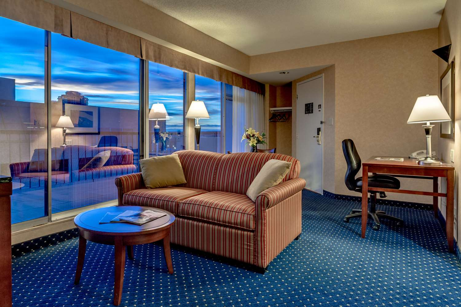 Suite - Best Western Plus Suites Downtown Calgary