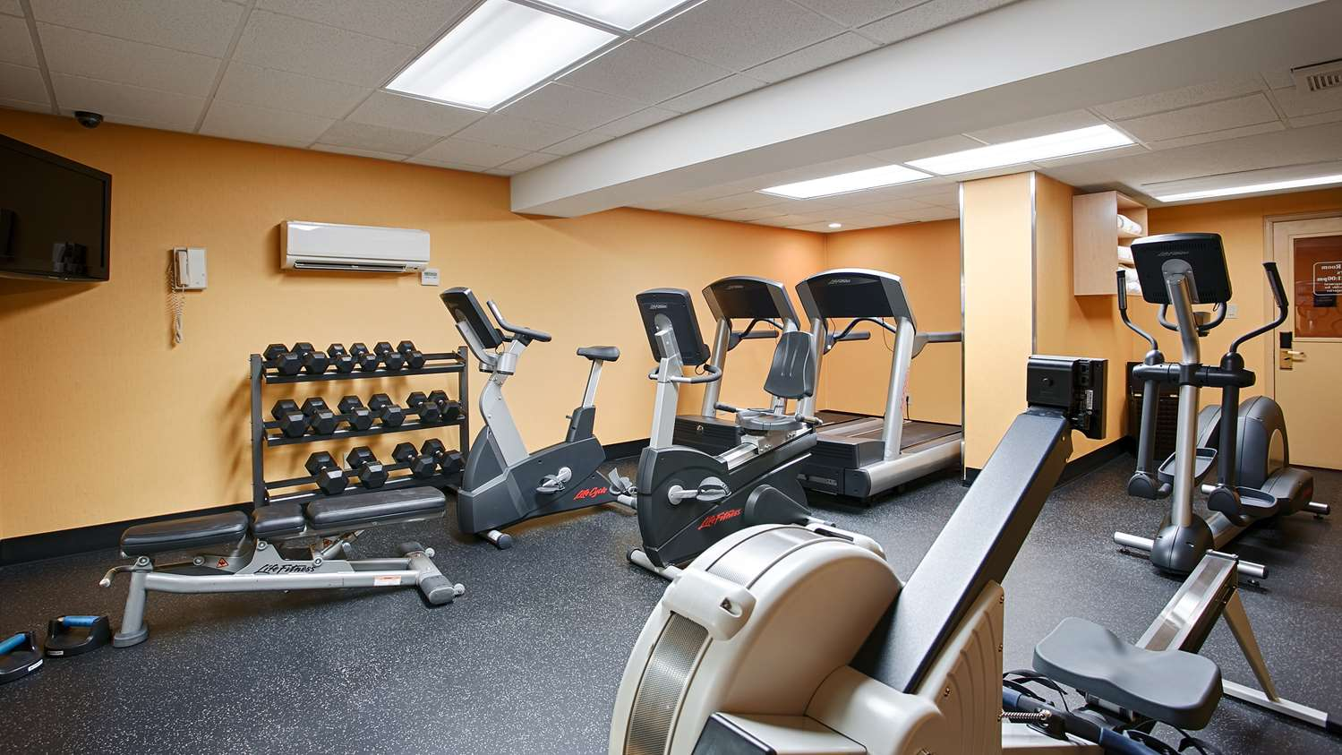 Fitness/ Exercise Room - Best Western Plus Suites Downtown Calgary