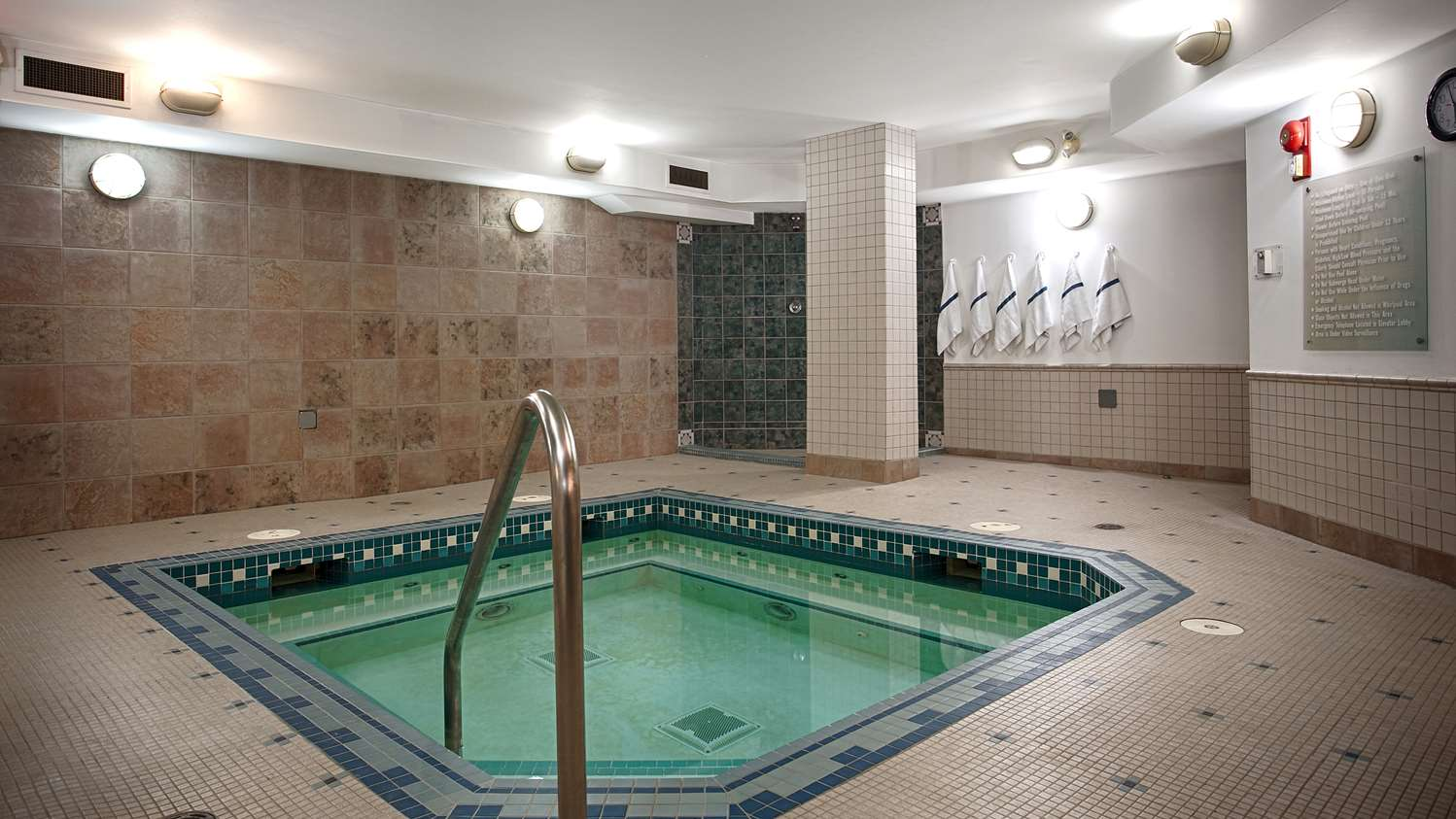 Pool - Best Western Airdrie Inn