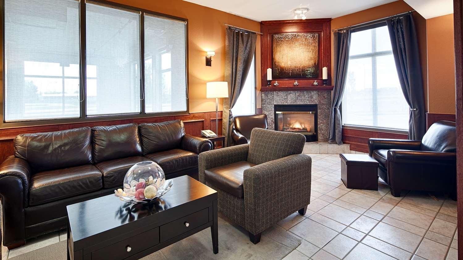 Lobby - Best Western Strathmore Inn