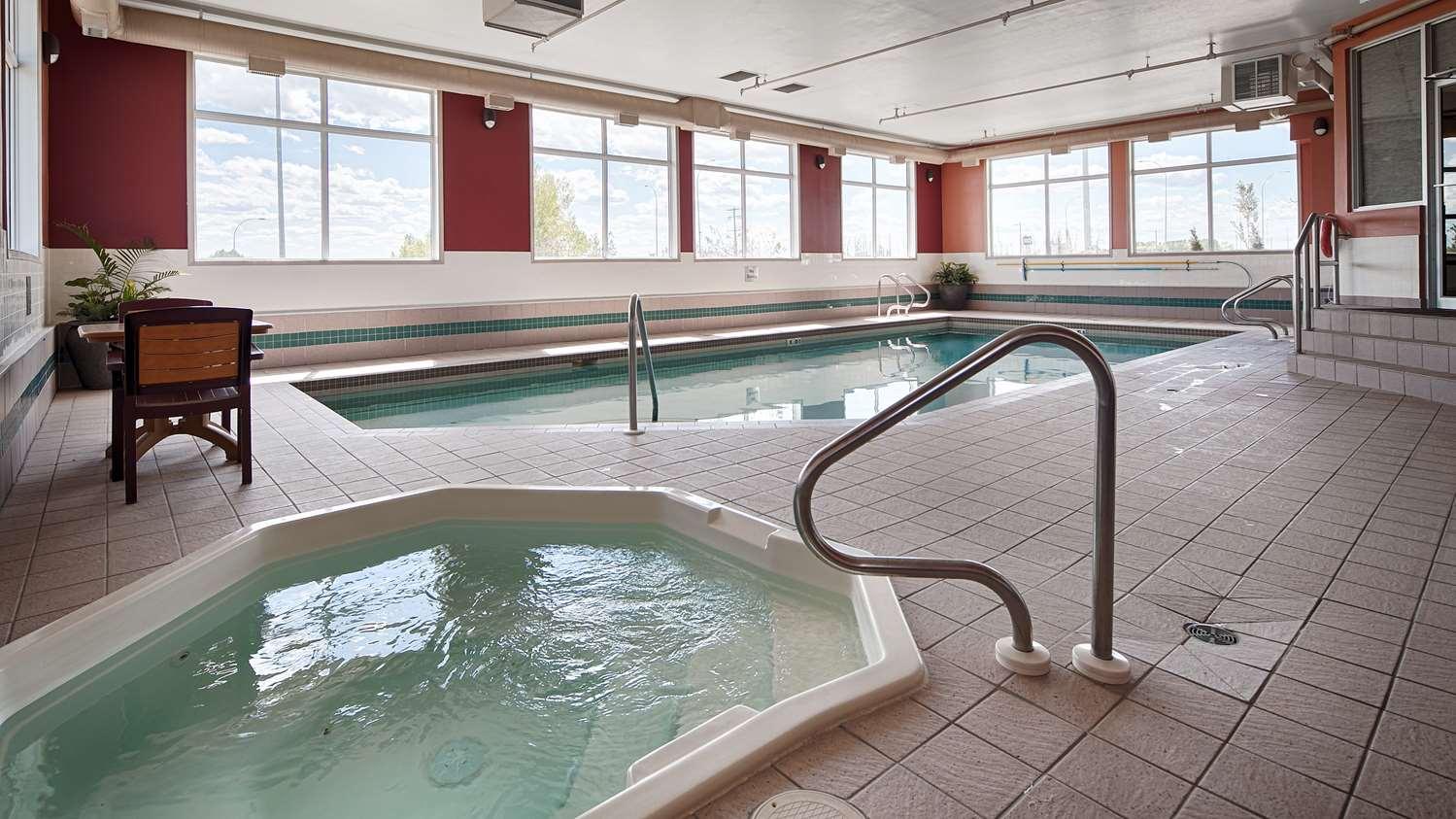 Pool - Best Western Strathmore Inn
