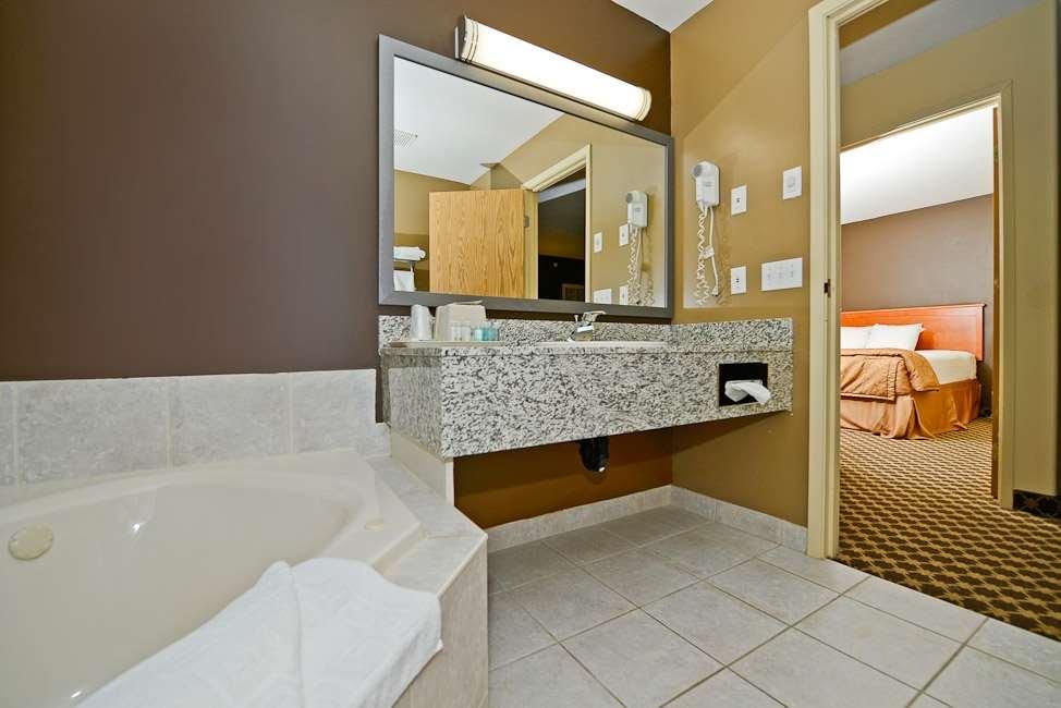 Room - Best Western Strathmore Inn