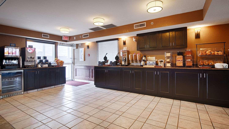 Restaurant - Best Western Strathmore Inn