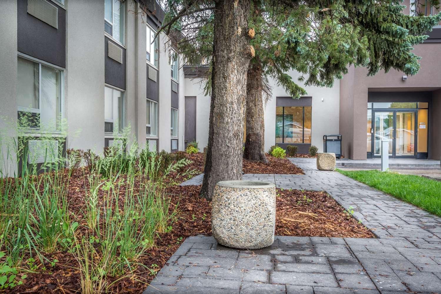Exterior view - Best Western Premier Denham Inn & Suites Leduc