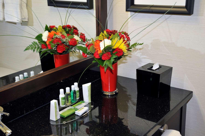 Room - Best Western Premier Denham Inn & Suites Leduc