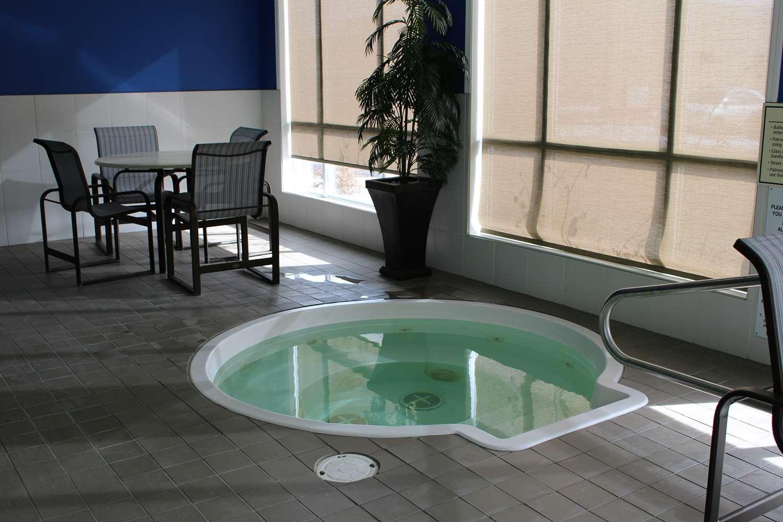 Pool - Best Western High Road Inn Edson