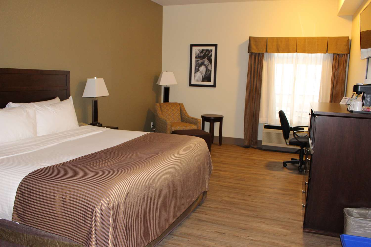Suite - Best Western High Road Inn Edson