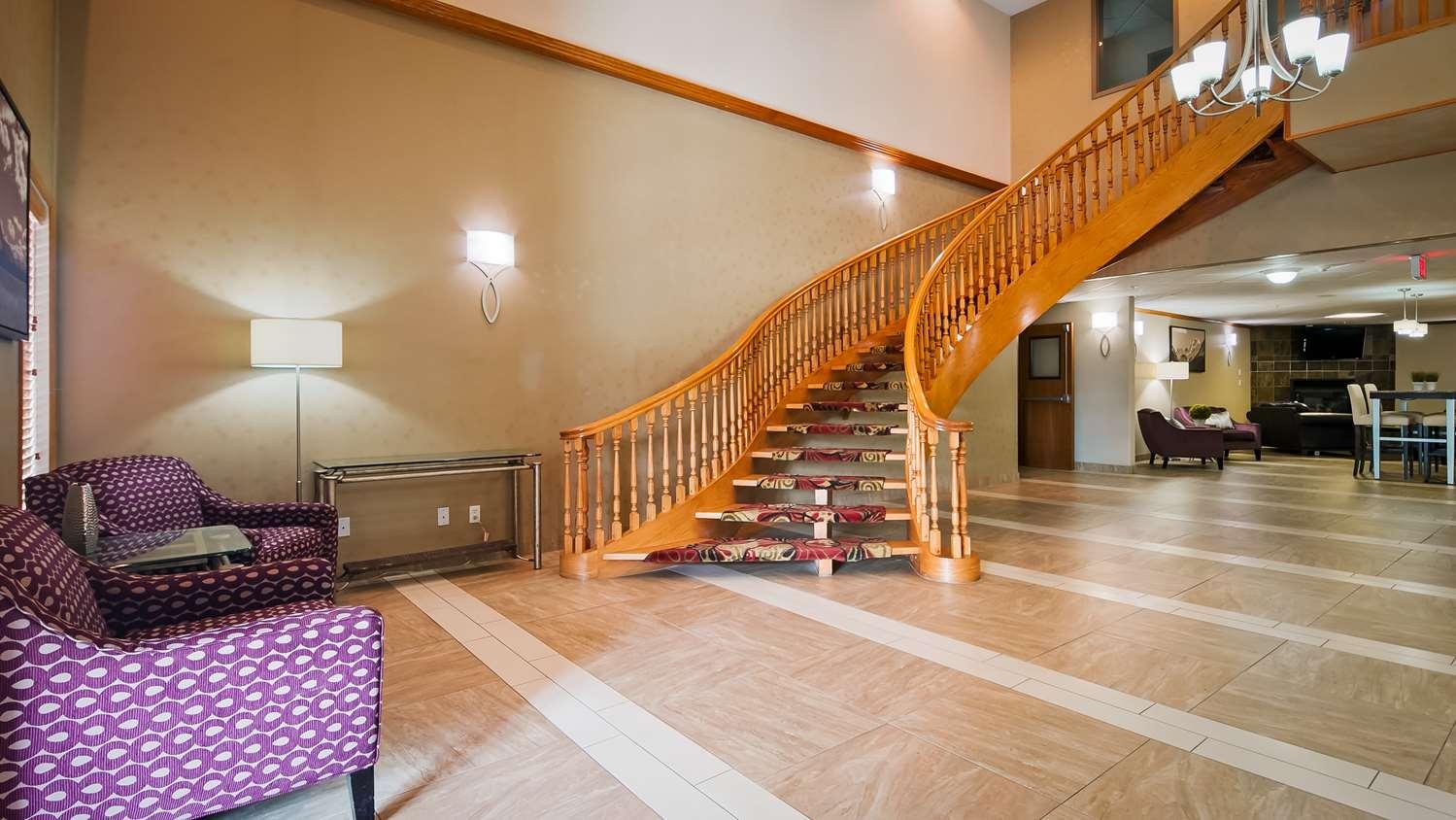 Lobby - Best Western Grande Prairie Hotel & Suites