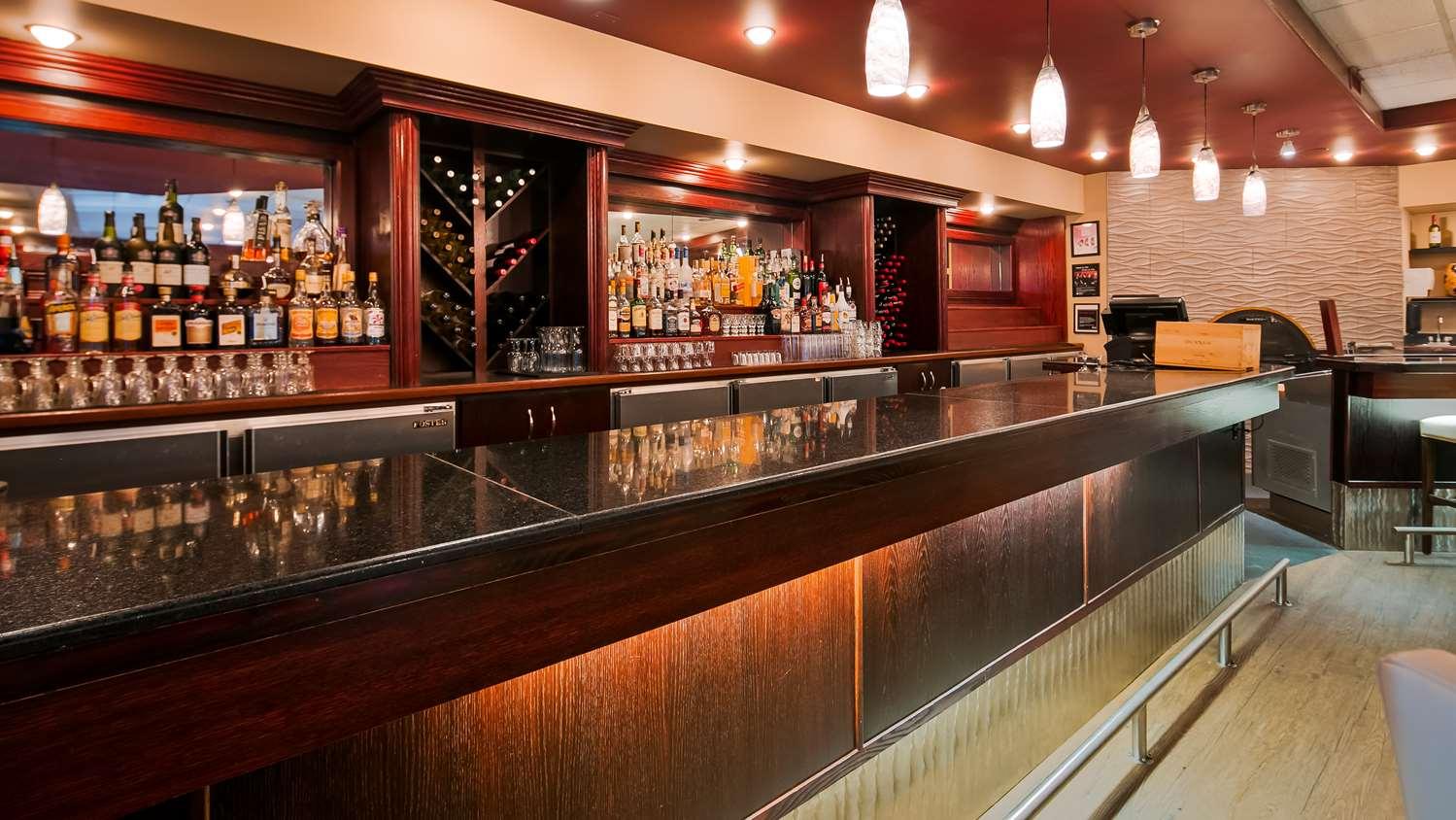Bar - Best Western Grande Prairie Hotel & Suites