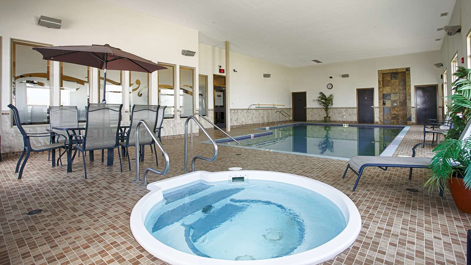 Pool - Best Western Wainwright Inn & Suites