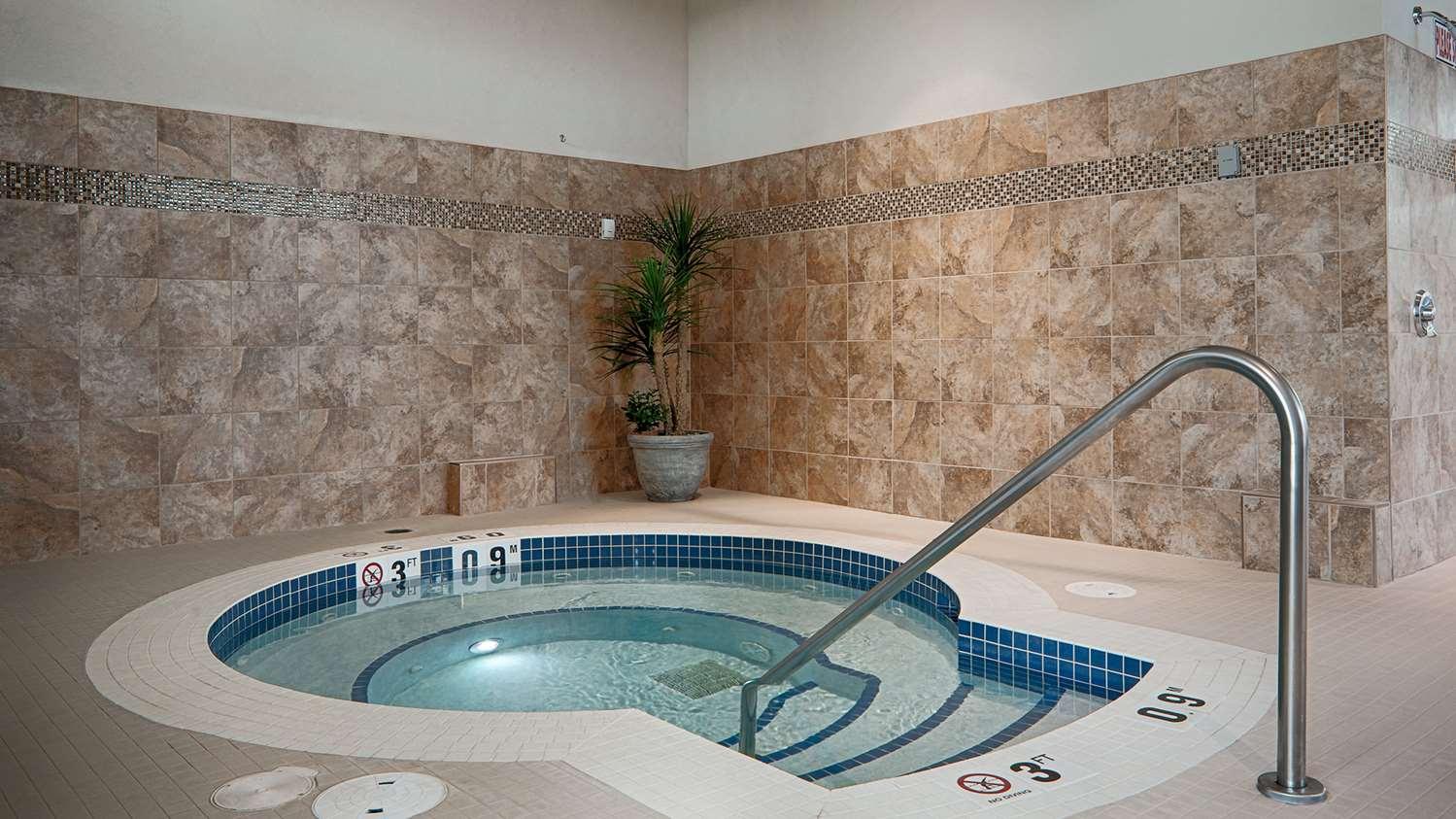 Pool - Best Western Plus Chateau Inn Sylvan Lake