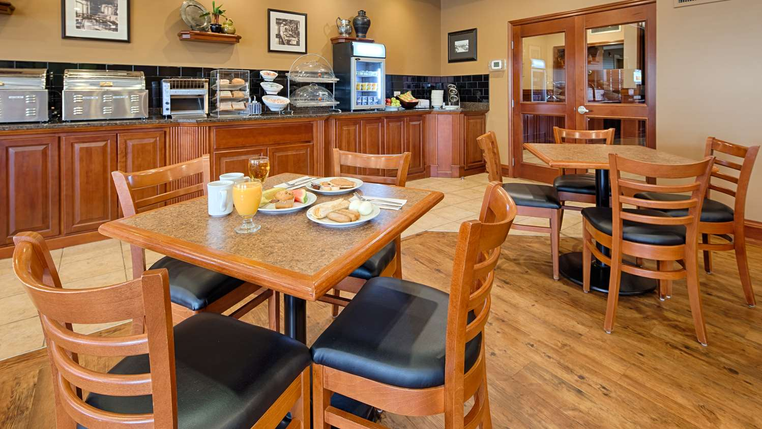 Restaurant - Best Western Plus Meridian Hotel Lloydminster