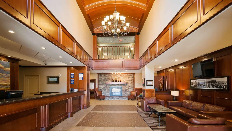 Lobby - Best Western Plus Meridian Hotel Lloydminster
