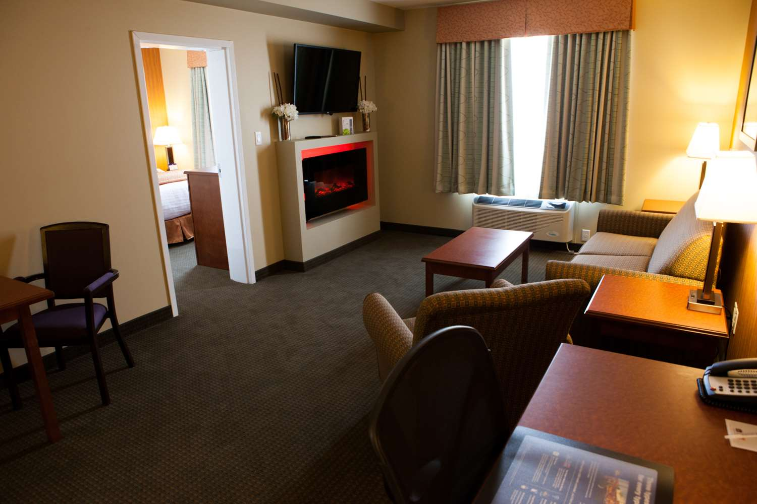 Room - Best Western Plus Service Inn Lethbridge