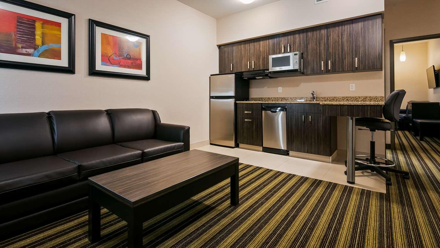 Room - Best Western Plus Drayton Valley All Suites