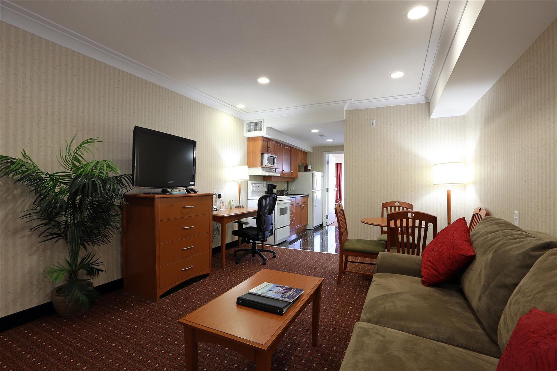 Suite - Best Western Plus Kelowna Hotel & Suites