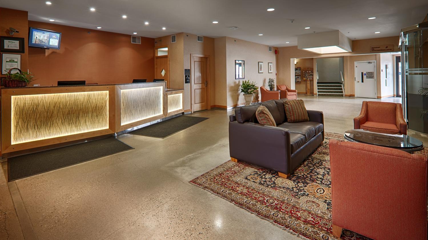 Lobby - Best Western Plus Kelowna Hotel & Suites