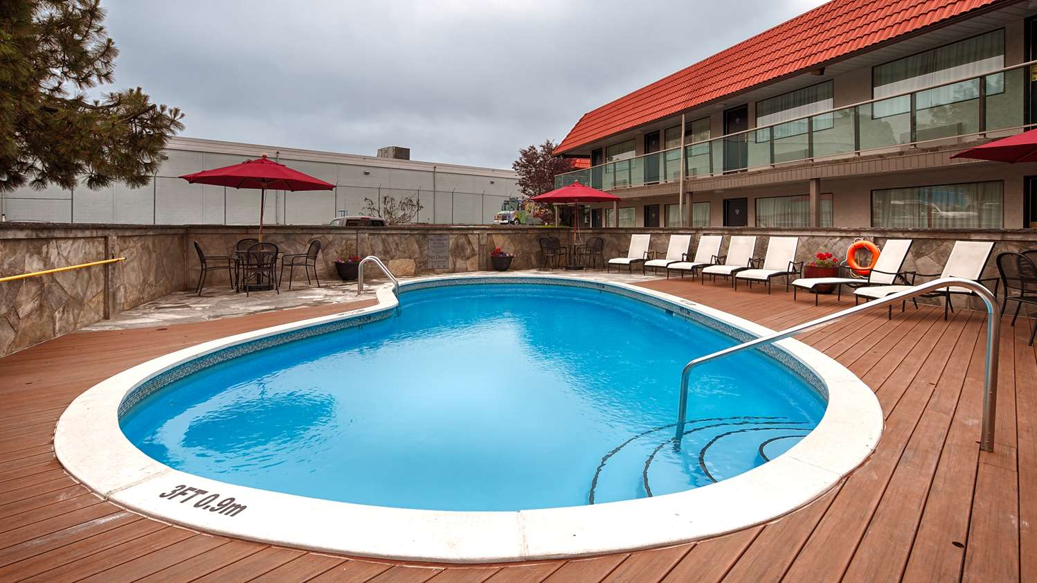 Pool - Best Western Plus Burnaby Hotel & Conference Centre