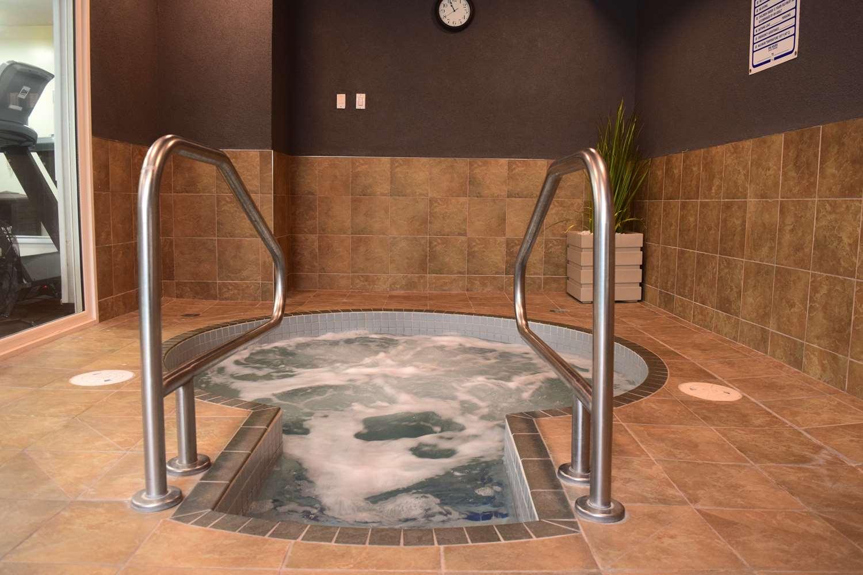 Pool - Best Western King George Inn & Suites Surrey