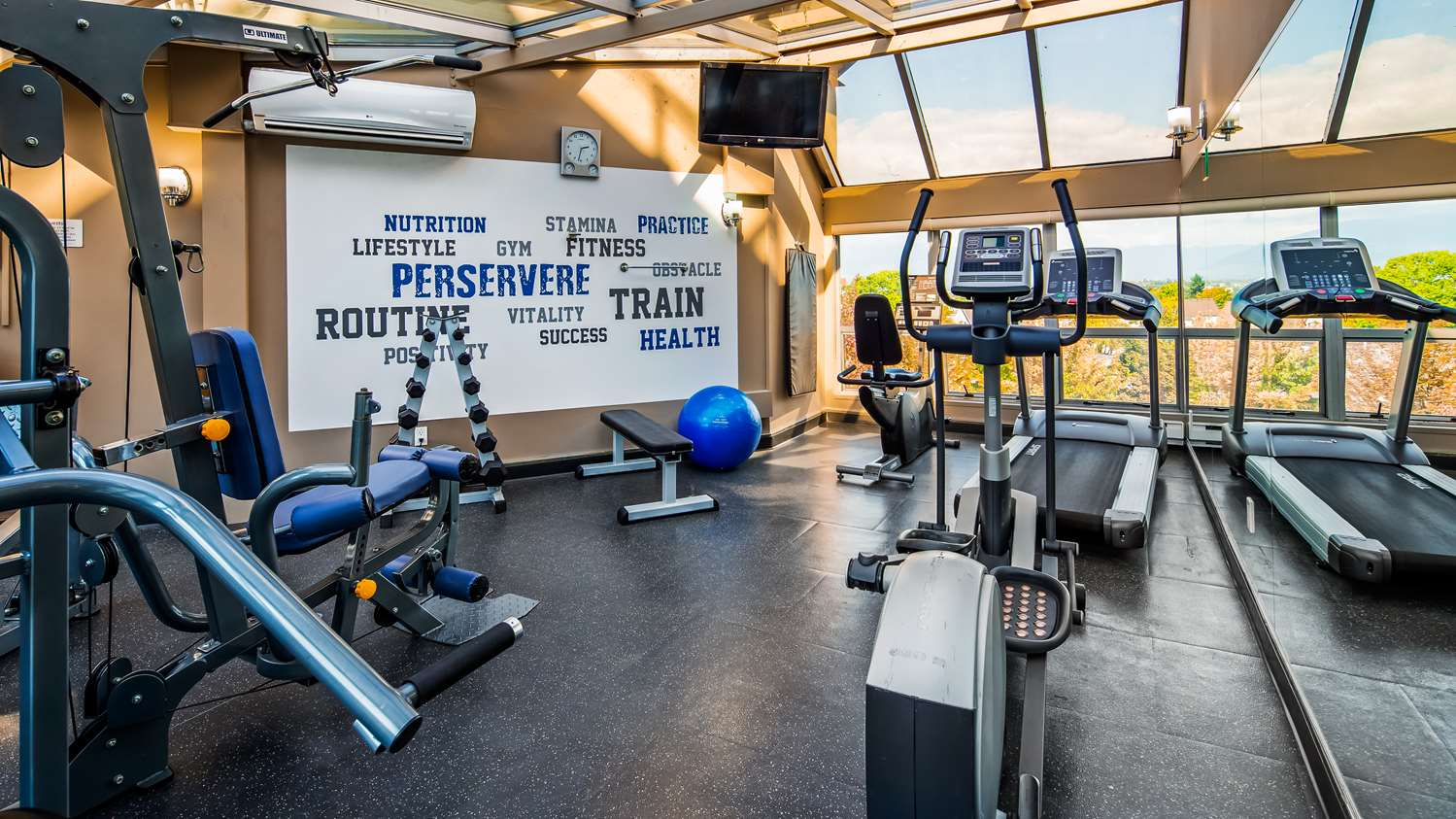 Fitness/ Exercise Room - Best Western Plus Hotel Uptown Vancouver