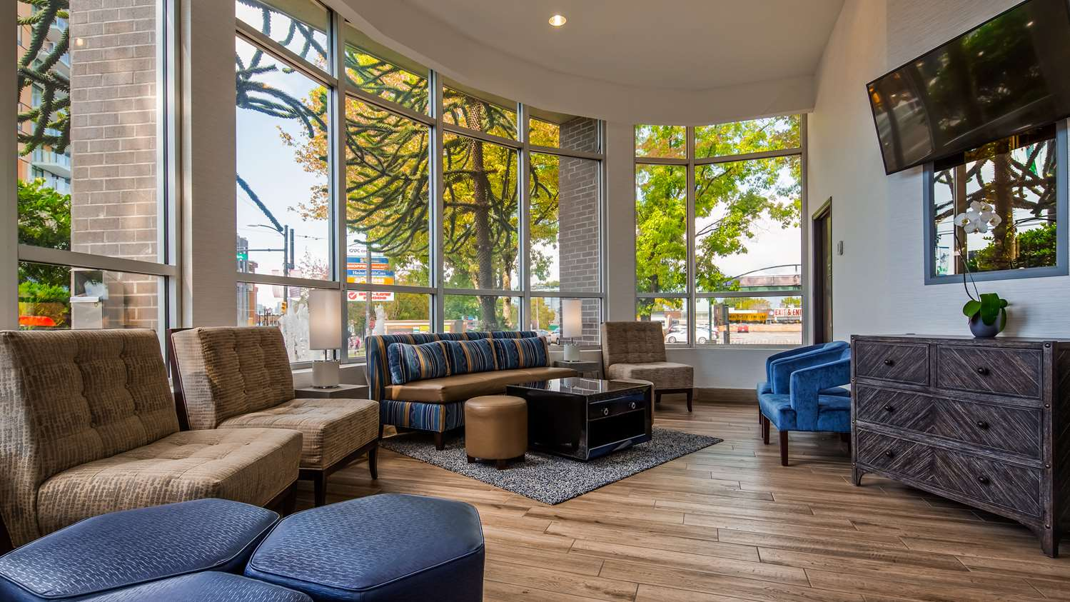 Lobby - Best Western Plus Hotel Uptown Vancouver