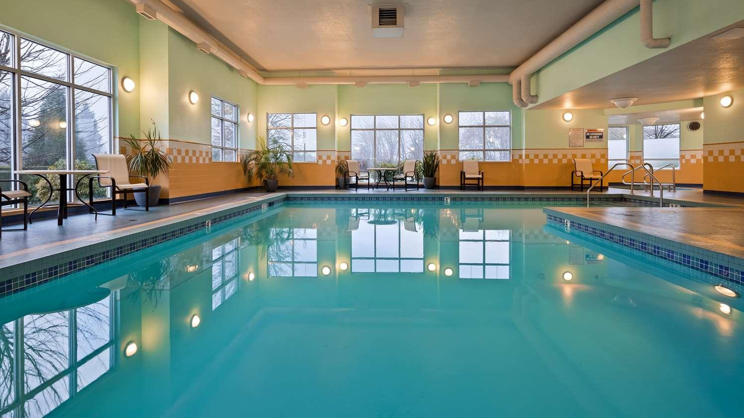 Pool - Best Western Plus Chemainus Inn