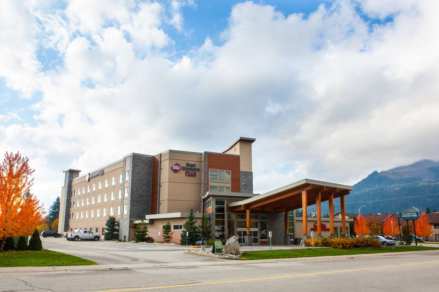 Exterior view - Best Western Plus Revelstoke Inn