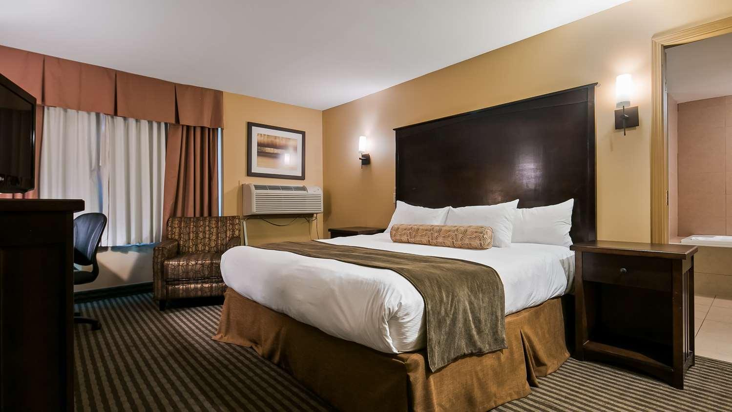 Room - Best Western Maple Ridge Hotel