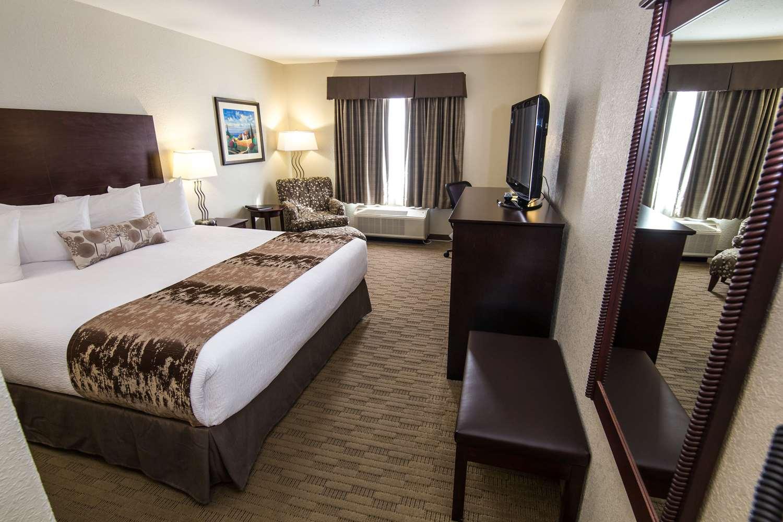 Room - Best Western Plus Pembina Inn & Suites Winnipeg