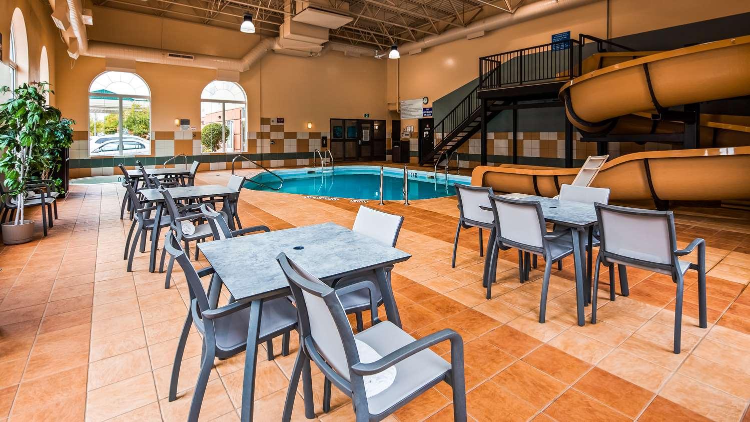 Pool - Best Western Plus Pembina Inn & Suites Winnipeg