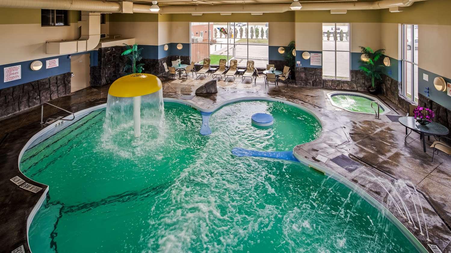 Pool - Best Western Plus Winnipeg West Inn Headingley