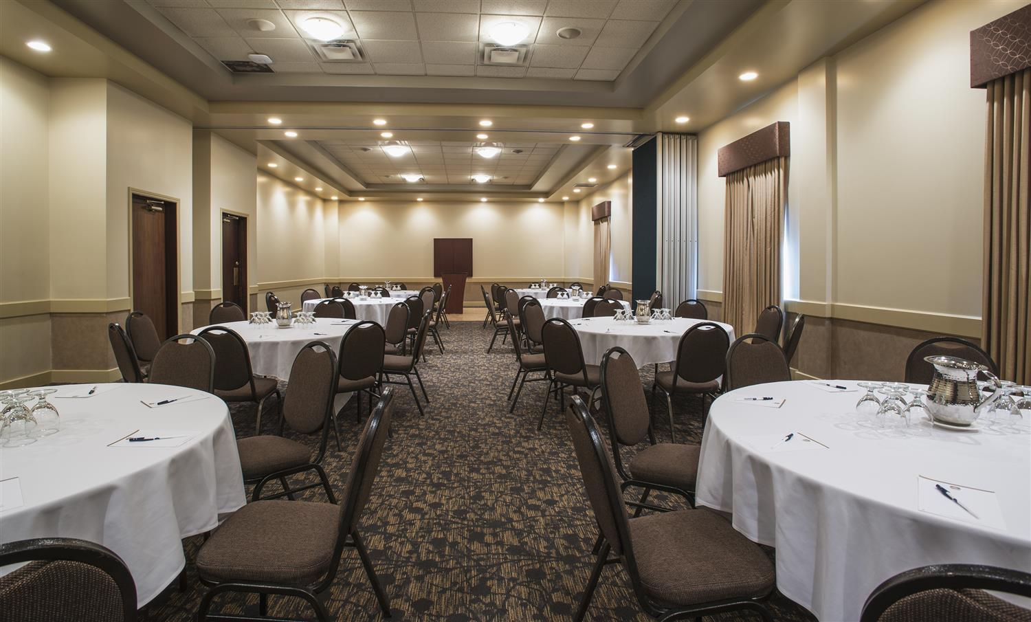 Ballroom - Best Western Plus Airport Hotel Winnipeg