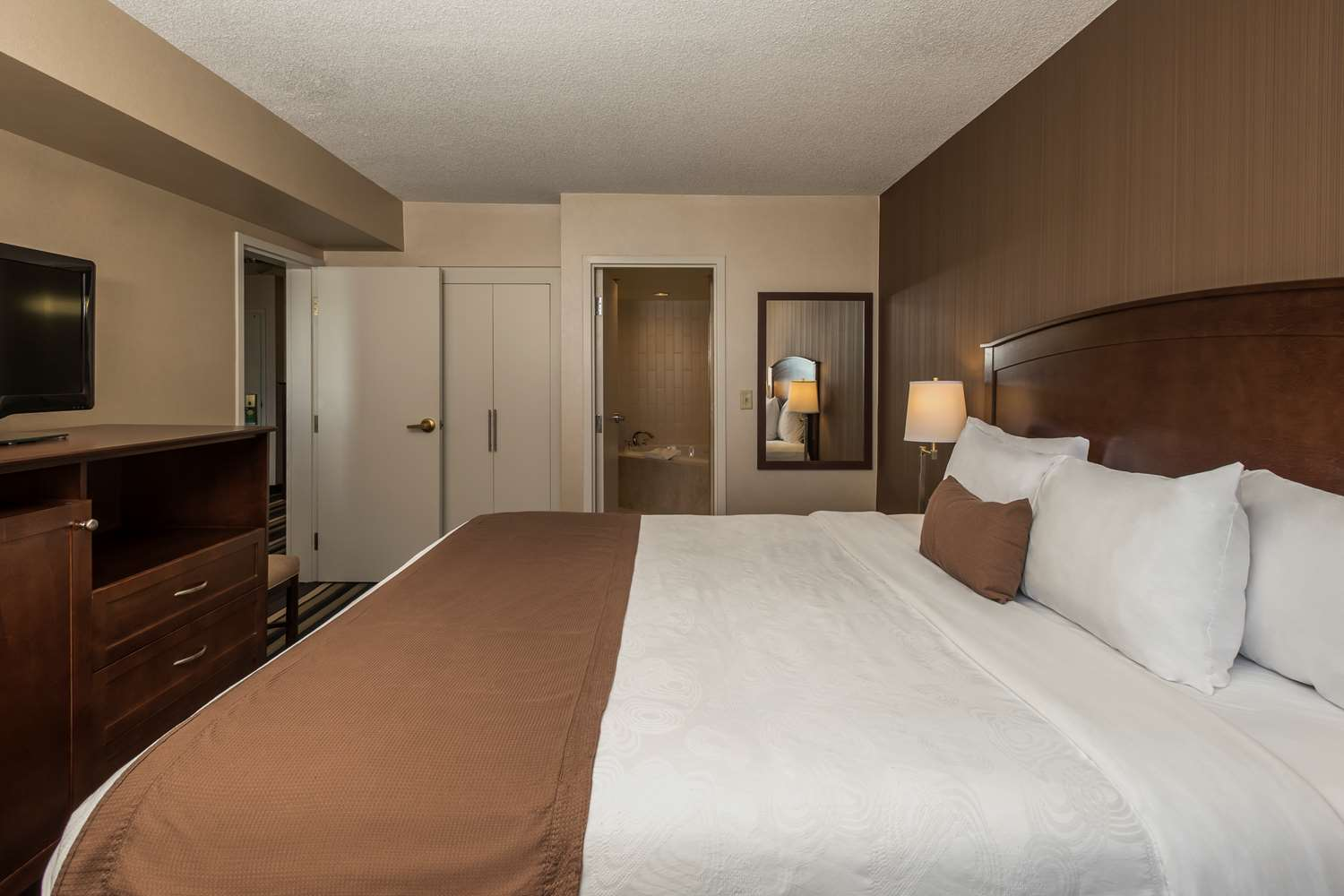 Suite - Best Western Plus Airport Hotel Winnipeg