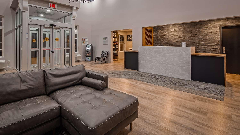 Lobby - Best Western Plus Woodstock Hotel