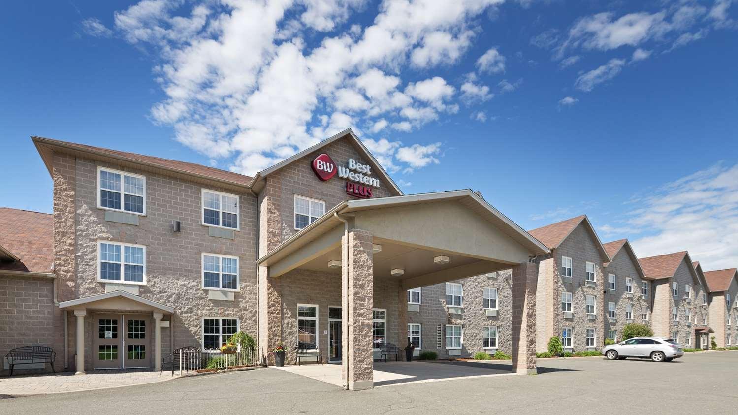 Exterior view - Best Western Plus Woodstock Hotel
