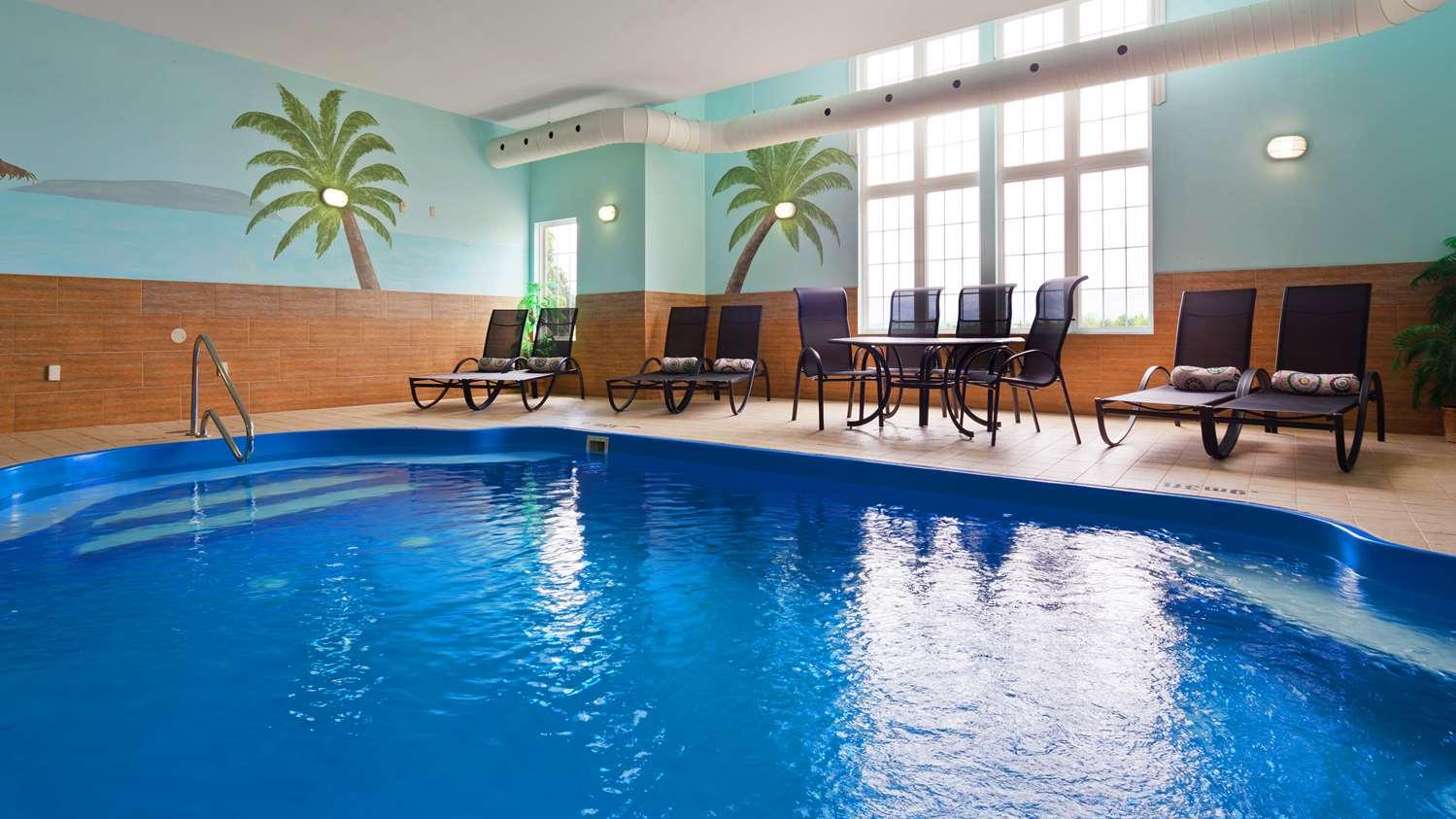 Pool - Best Western Plus Woodstock Hotel