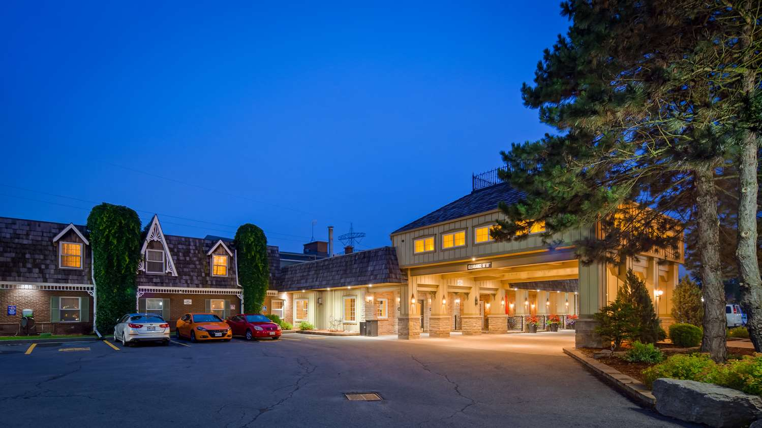 Exterior view - Best Western Parkway Inn & Conference Centre Cornwall