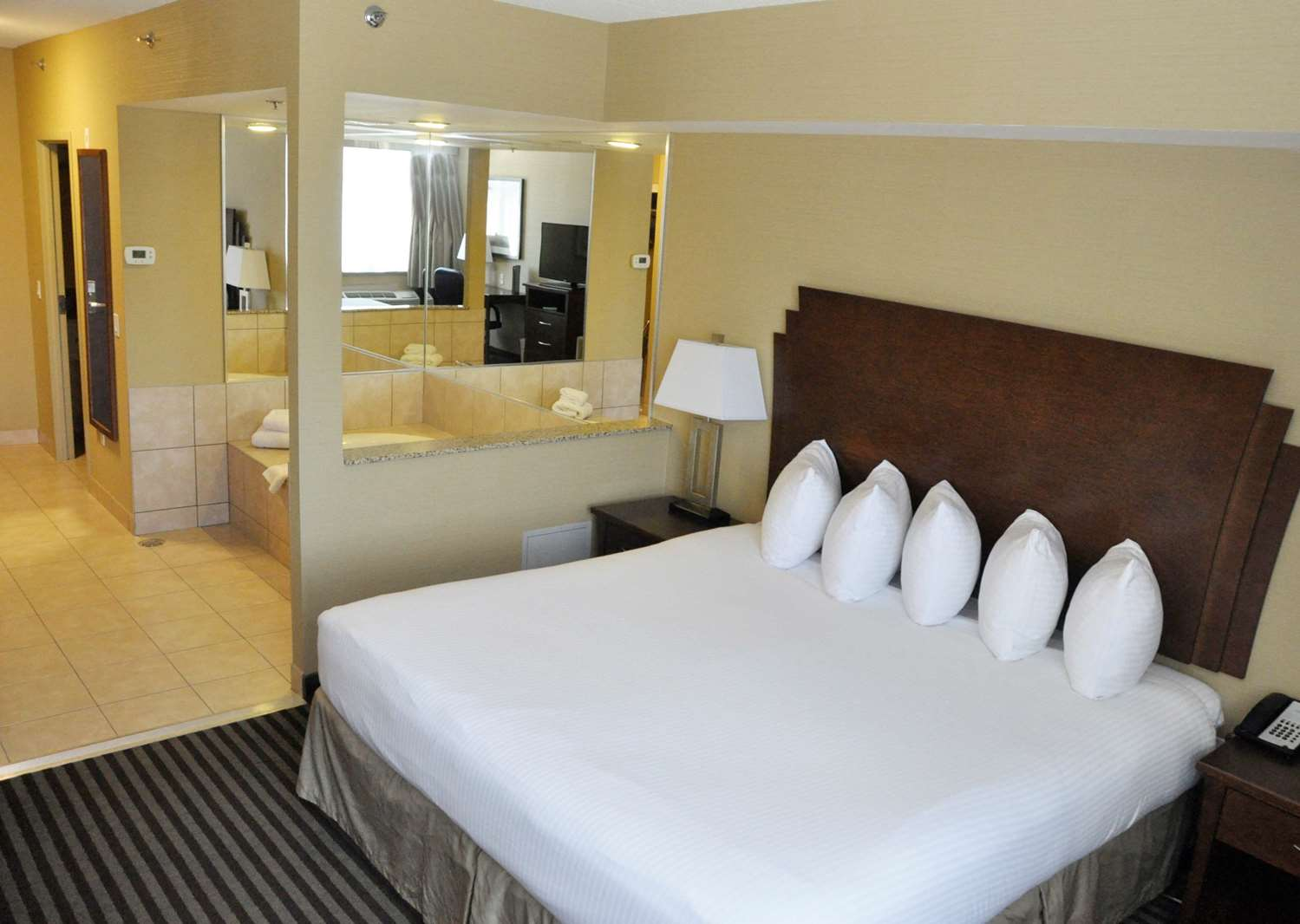 Suite - Best Western Plus Barrie Hotel