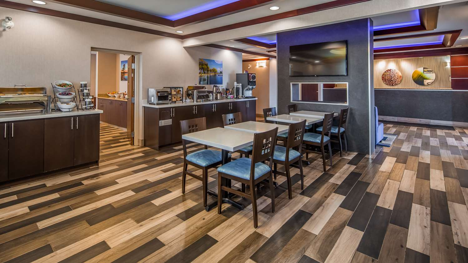 Restaurant - Best Western Plus Barrie Hotel