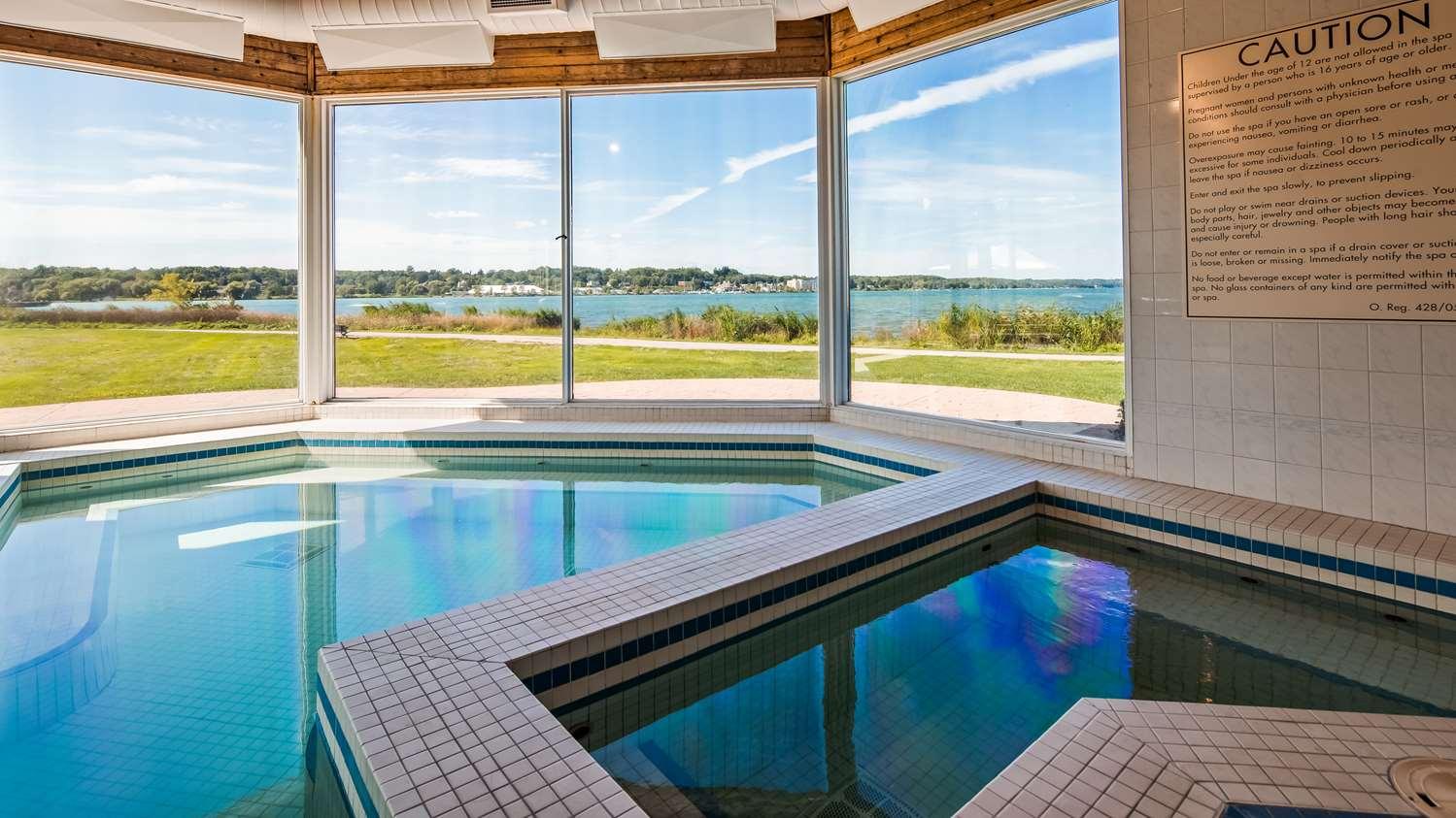 Pool - Best Western Inn on the Bay Owen Sound